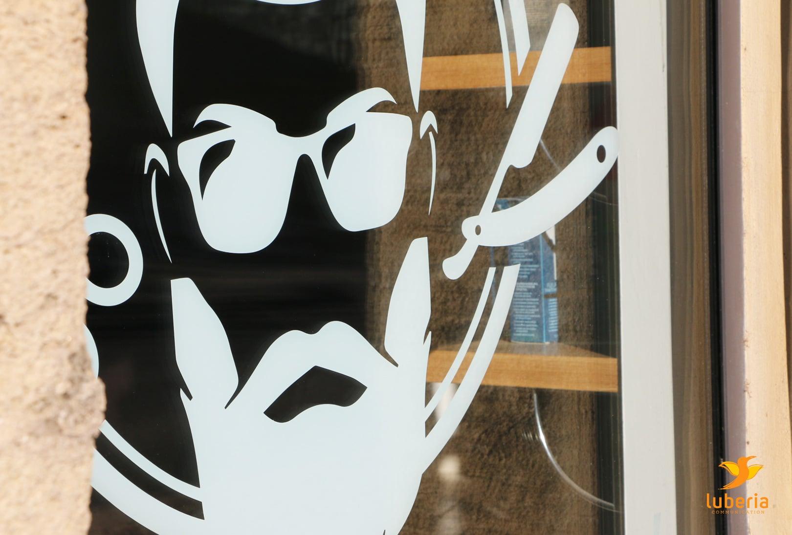 Création sticker adhesif pour vitrine et enseigne